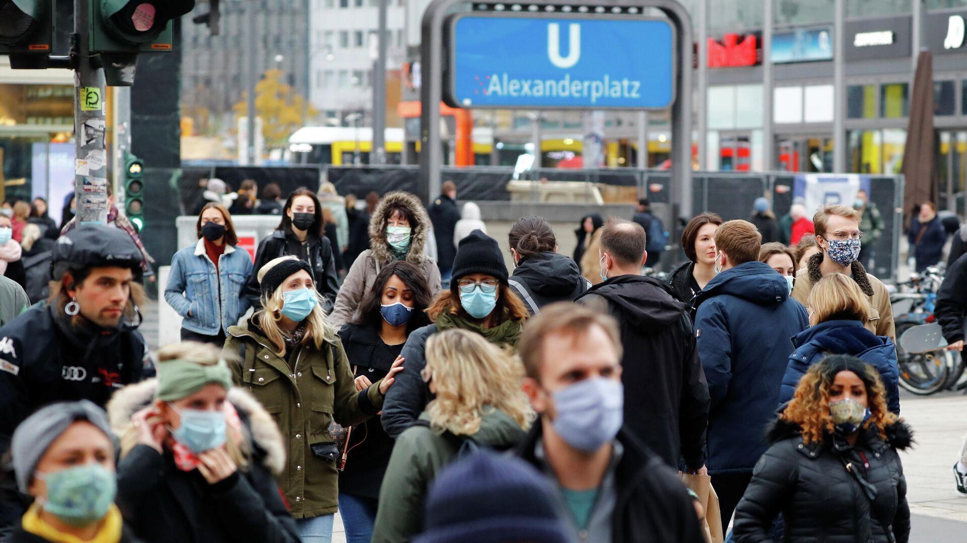 Menschen mit Schutzmasken in Berlin - SNA, 1920, 12.12.2020