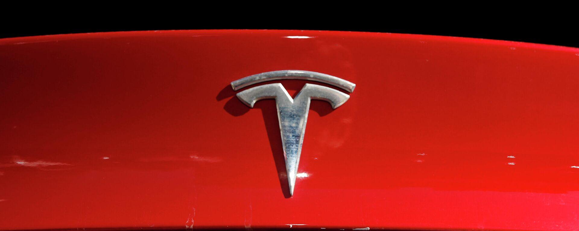 Tesla-Logo auf einem Modell X - SNA, 1920, 05.07.2021