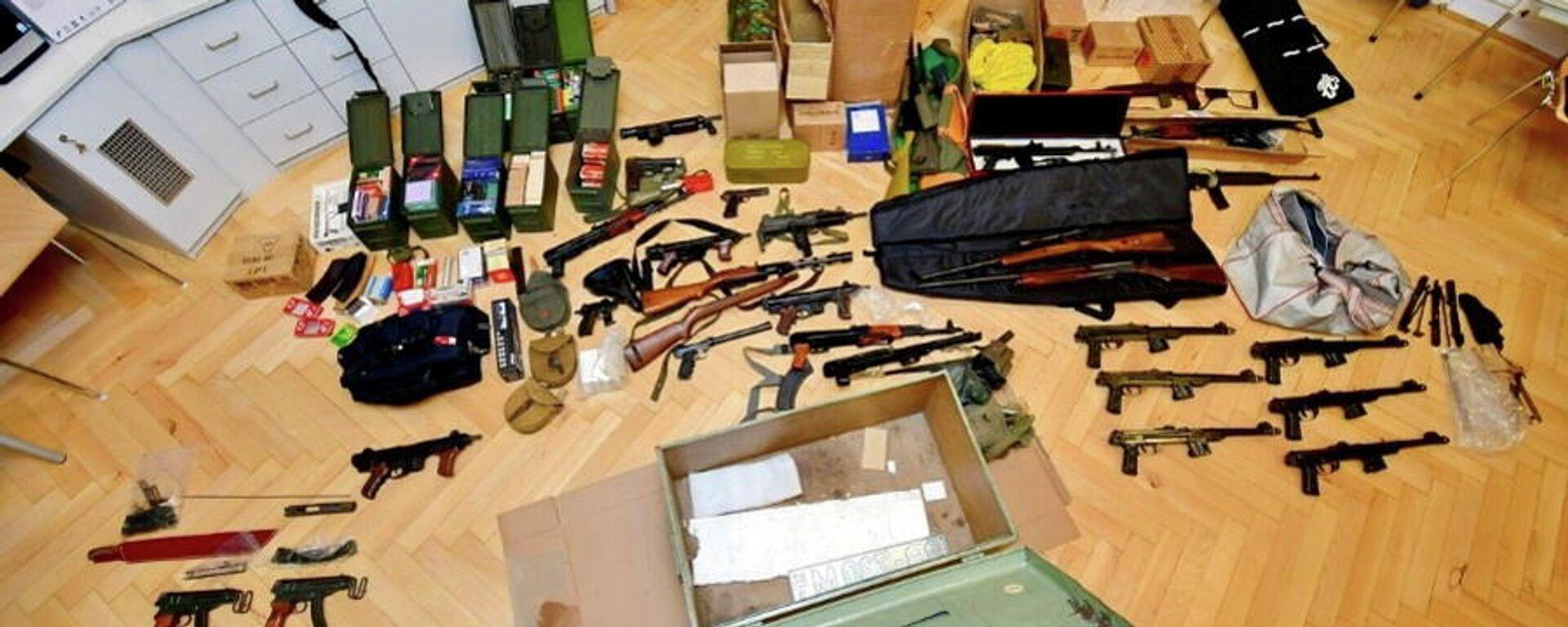 Die beschlagnahmten Waffen bei einer Polizeirazzia in Wien, Dezember 2020 - SNA, 1920, 16.12.2020