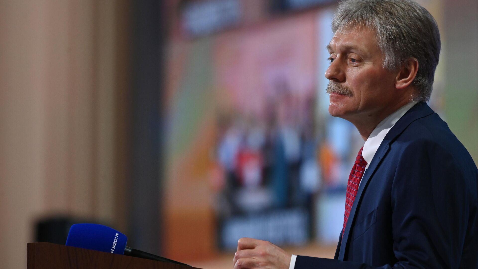 Kreml-Sprecher Dmitri Peskow bei der großen Pressekonferenz mit Wladimir Putin am 17. Dezember 2020 - SNA, 1920, 27.09.2021