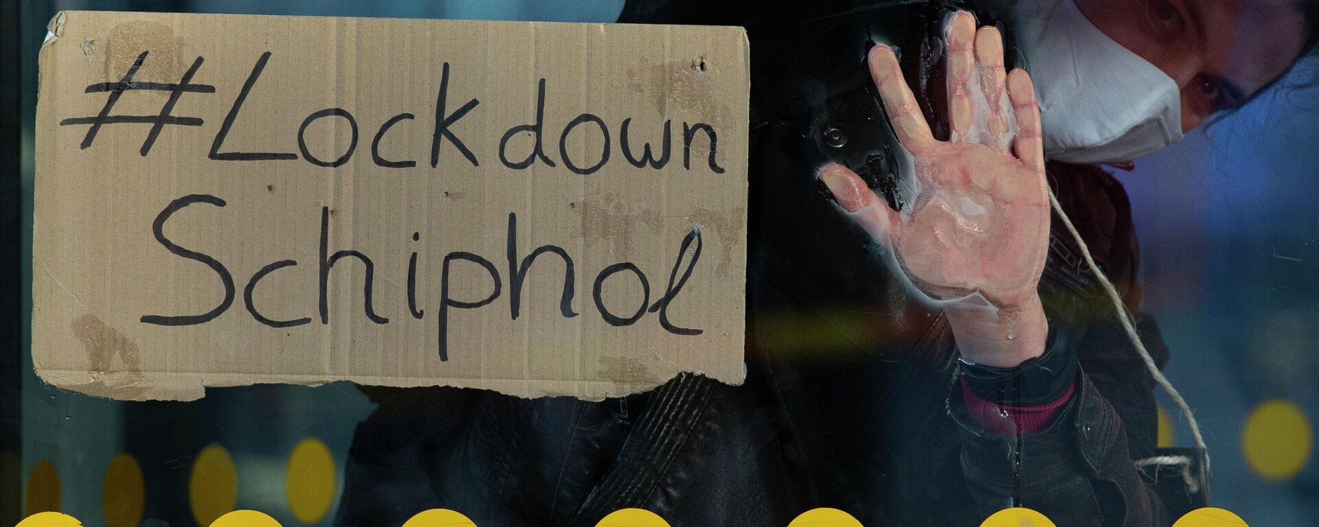 Demonstrant plädiert für Lockdown des niederländischen Flughafens Schiphol - SNA, 1920, 08.01.2021
