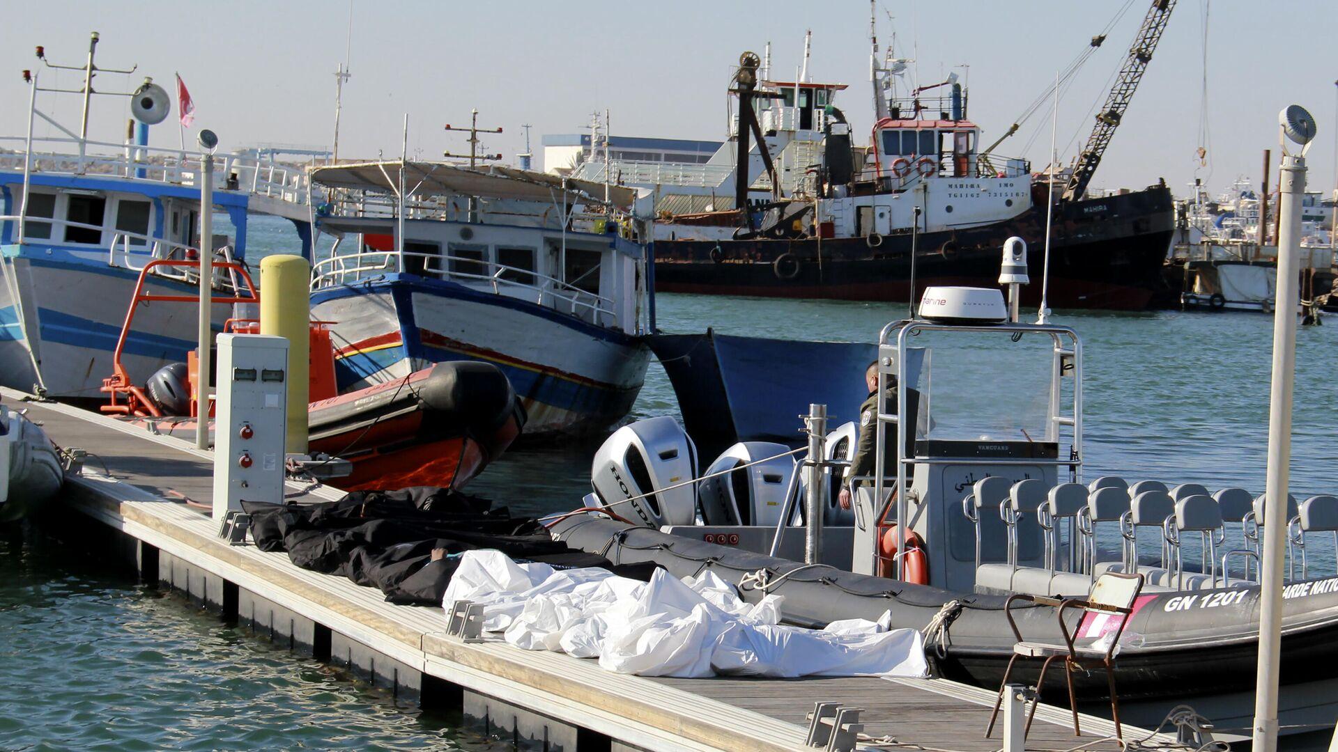 Mindestens 20 Migranten sterben bei Bootsunglück vor der Küste Tunesiens  - SNA, 1920, 24.12.2020