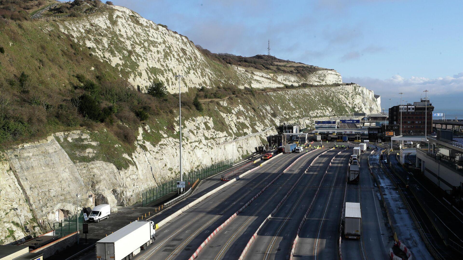 Stau von Lkws schwindet im britischen Dover am Ärmelkanal langsam - SNA, 1920, 26.05.2021
