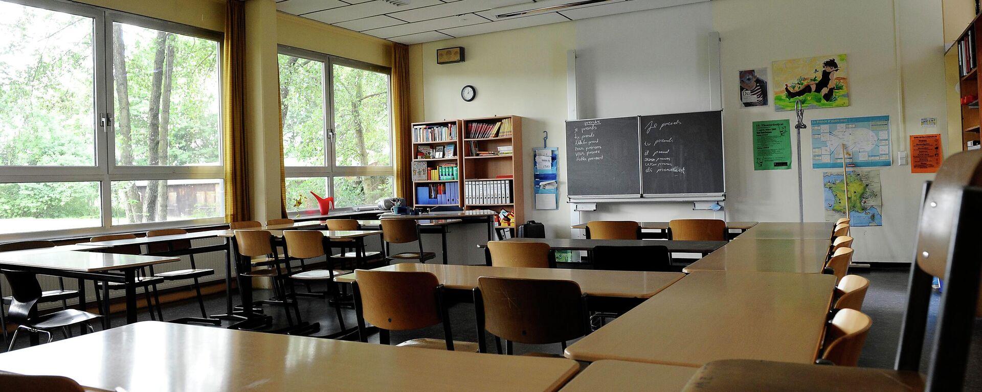 Ein leerer Klassenraum der Realschule Oberaden in Bergkamen, Nordrhein-Westfalen (Archiv)  - SNA, 1920, 04.02.2021