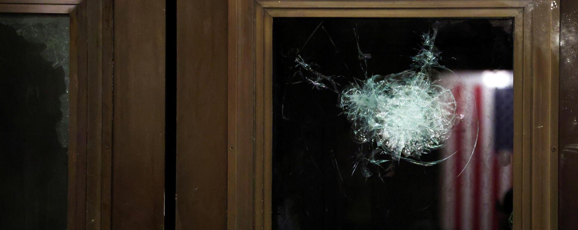 Zerbrochene Fensterscheiben im US-Kongress nach Ausschreitungen - SNA, 1920, 07.01.2021