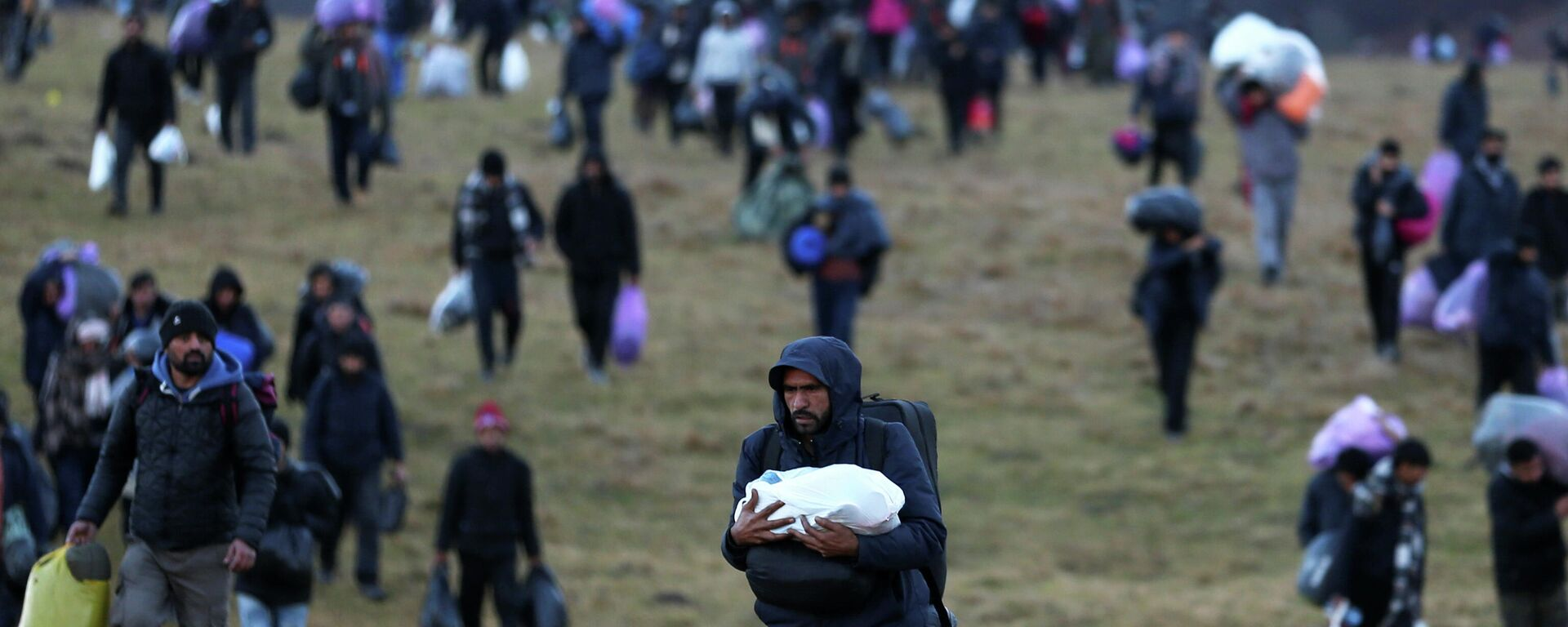 Migranten verlassen massenweise das Lager Lipa in Bosnien - SNA, 1920, 10.01.2021