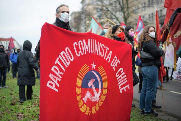 Vertreter ausländischer kommunistischer Parteien bekennen regelmäßig auf der LL-Demo Flagge. - SNA