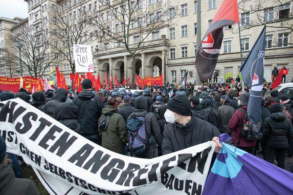 Veranstalter der Demonstration warfen der Polizei immer wieder vor, mit ihrem Verhalten das Hygiene-Konzept der Demonstration zu sabotieren. - SNA