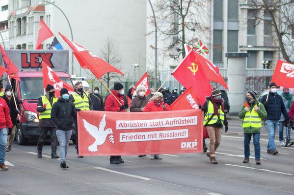 Auf der Demonstration setzten sich verschiedene Gruppen für Abrüstung und Dialog mit Russland ein. - SNA