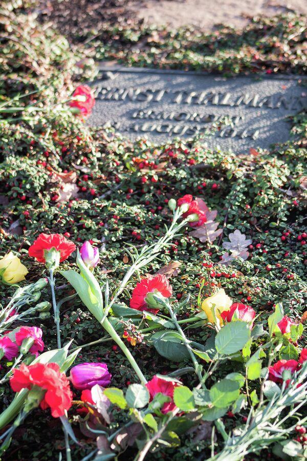 …für den 1944 im KZ-Buchenwald ermordeten KPD-Führer Ernst Thälmann. - SNA