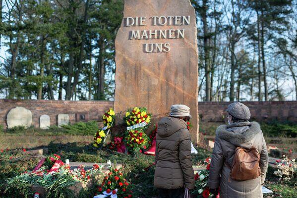 Nach dem Besuch konnten viele die Blumenpracht in und um die Gedenkstätte bewundern. - SNA
