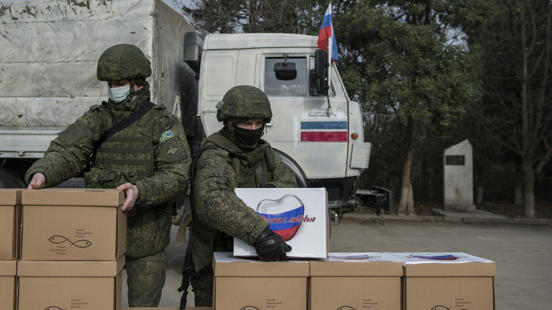 Russische Soldaten mit humanitärer Hilfe in Berg-Karabach am 12. Dezember 2020 - SNA, 1920, 12.01.2021
