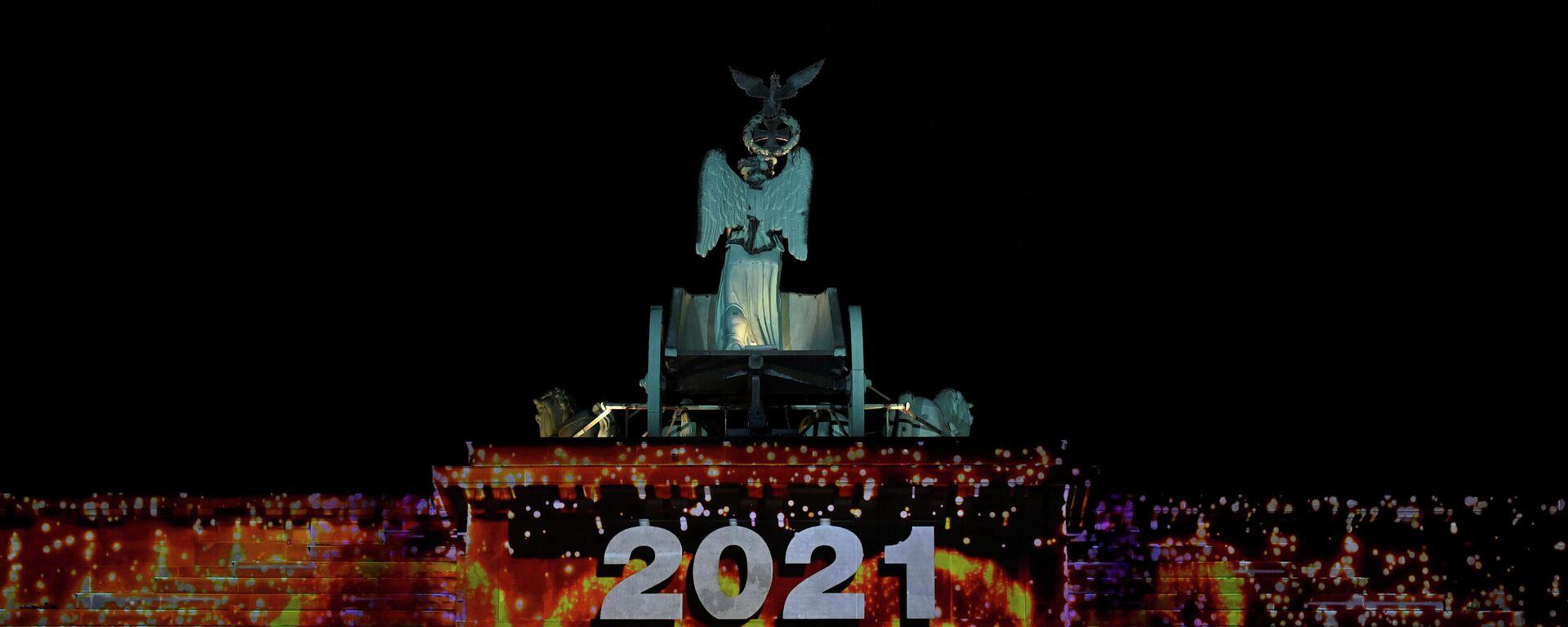 Lichtspiel auf dem Brandenburger Tor in Berlin am 31. Dezember 2020 - SNA, 1920, 14.01.2021