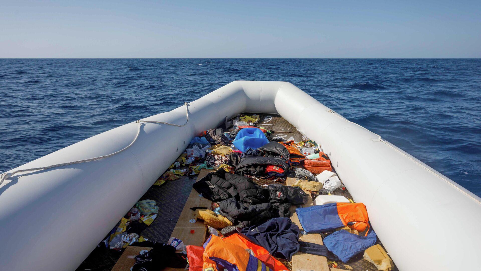 In solchen Gumibooten versuchen Schlepper immer wieder Migranten übers Mittelmeer nach Europa zu bringen. - SNA, 1920, 28.02.2021