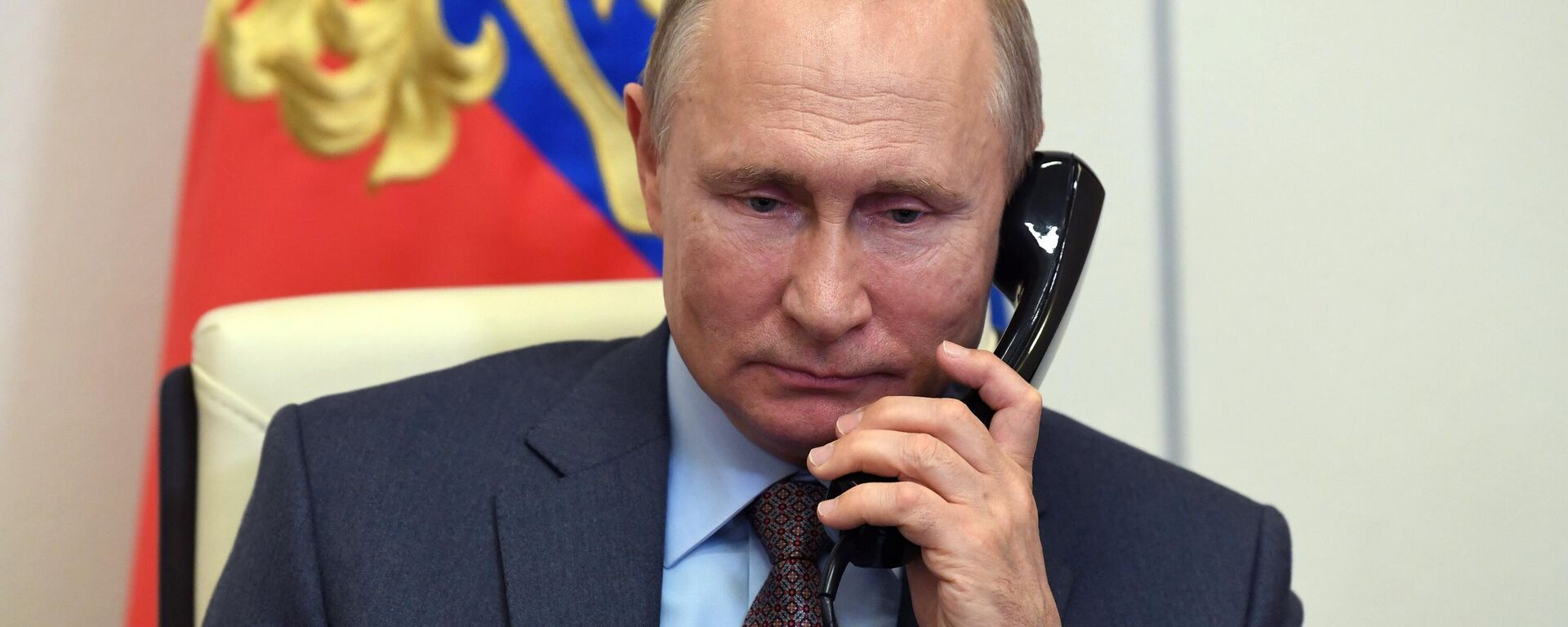 Wladimir Putin am Telefon (Archivbild) - SNA, 1920, 26.01.2021
