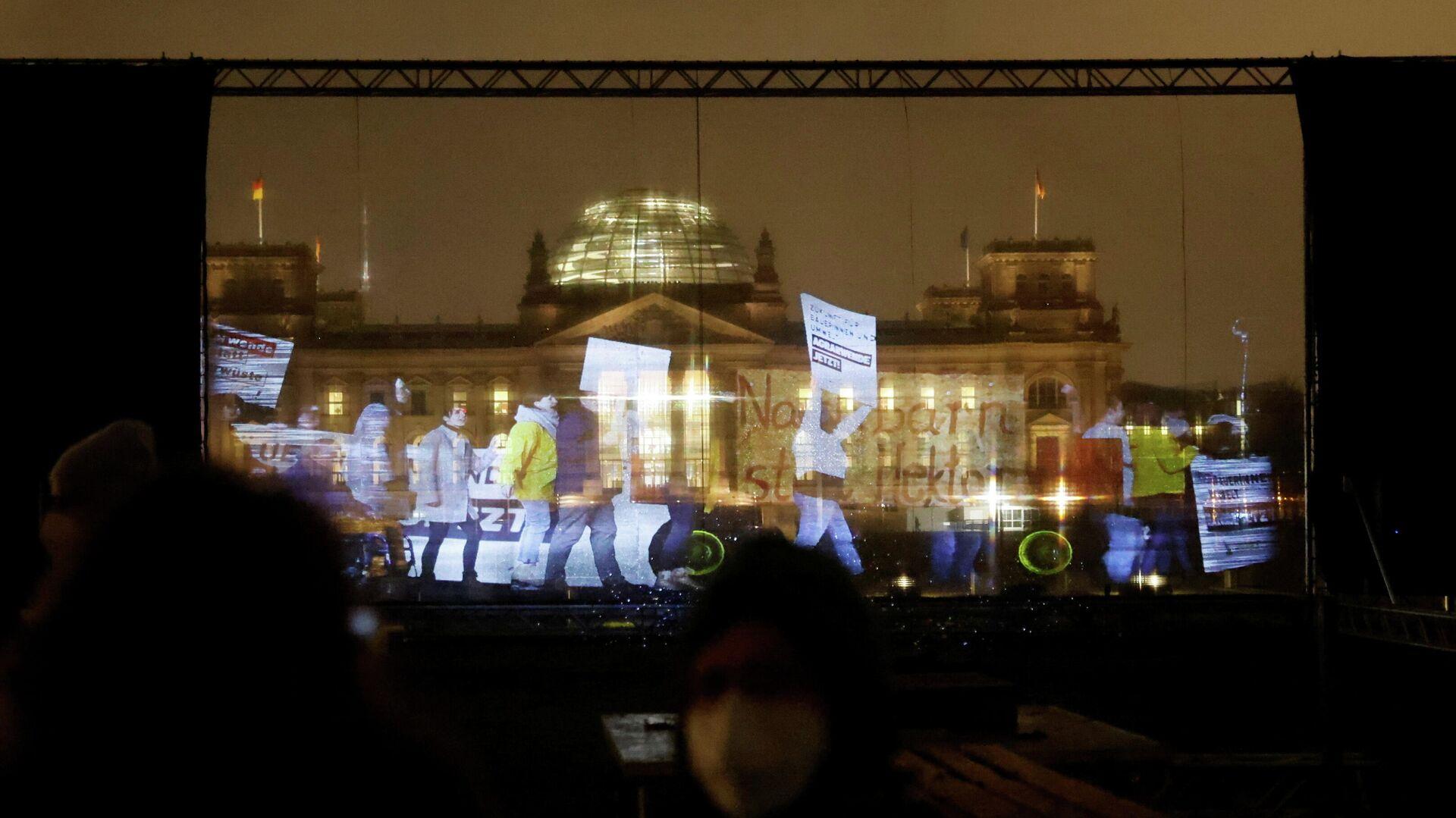 Greenpeace-Anhänger protestieren mit Hilfe von Hologrammen gegen die Agrarpolitik der Bundesregierung, 4. Februar 2021 - SNA, 1920, 04.02.2021