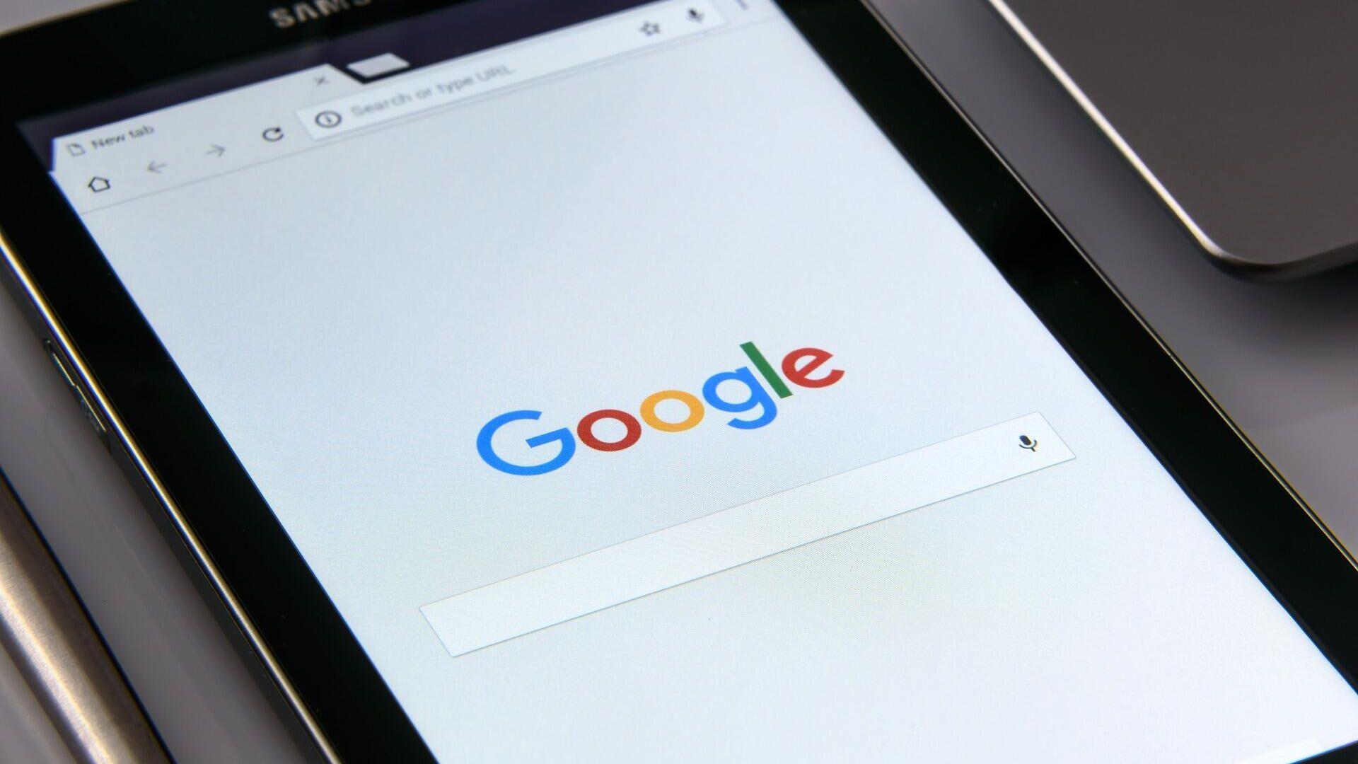 Tablet mit Google-Startseite - SNA, 1920, 04.09.2021