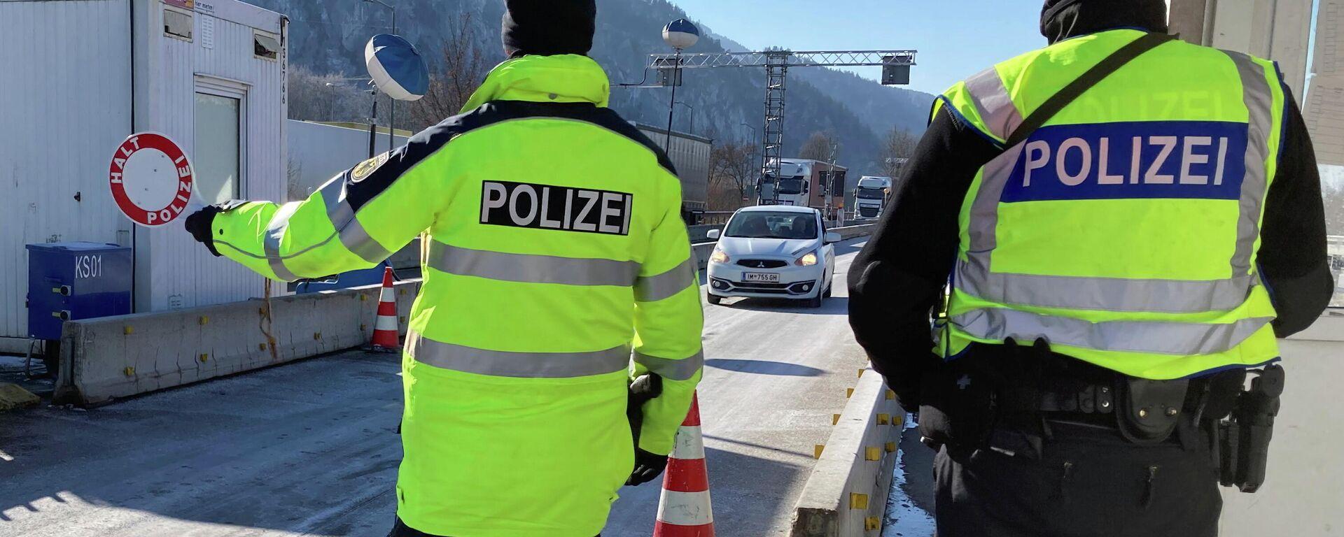 Kontrolle an der Tiroler Grenze  - SNA, 1920, 26.02.2021