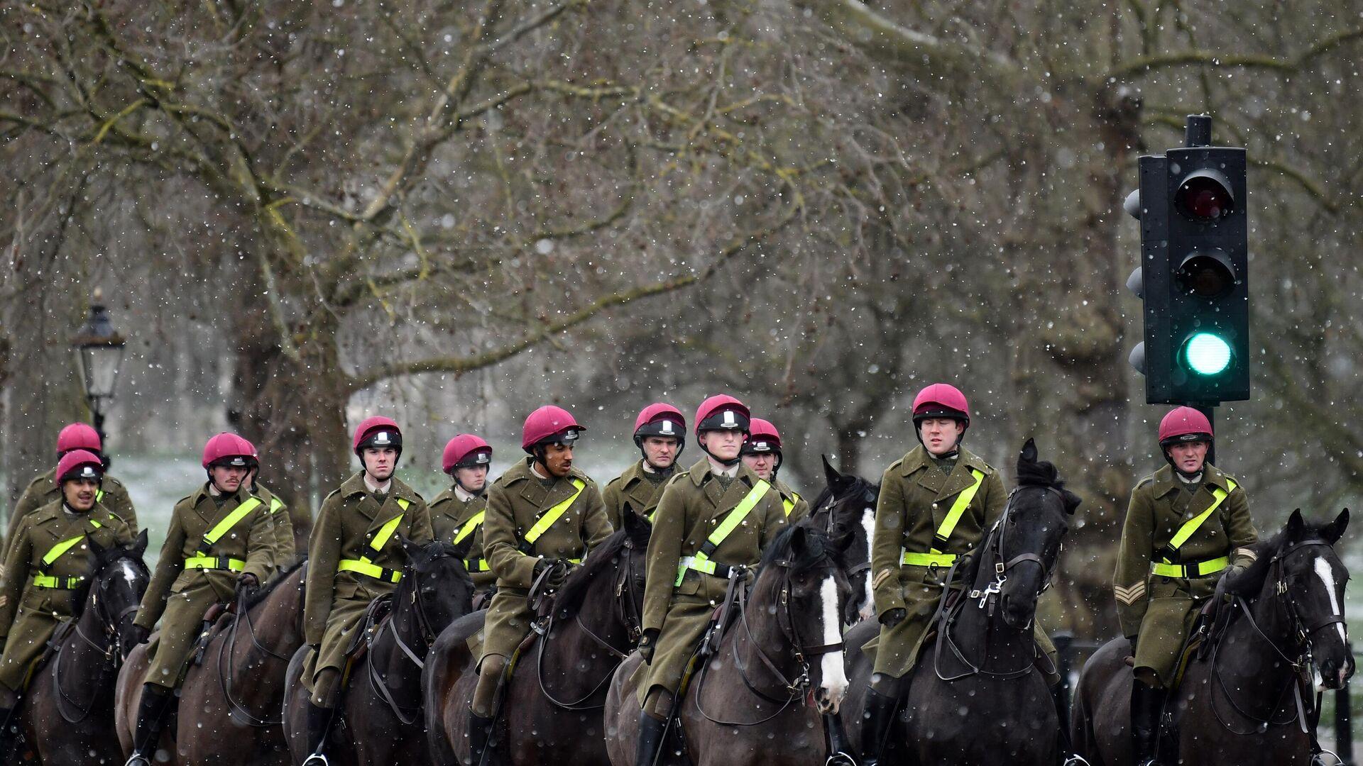 Mitglieder des Kavallerieregiments  der britischen Armee,  Feb. 9, 2021.  - SNA, 1920, 14.02.2021