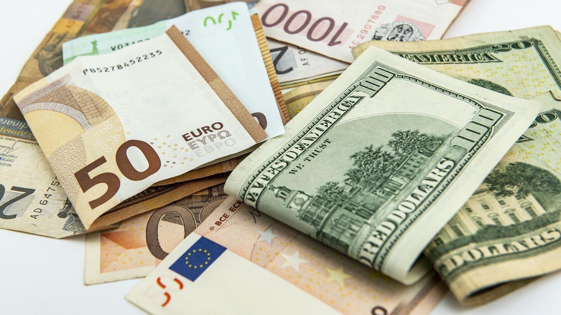 Euro- und US-Dollar-Scheine (Symbolbild) - SNA, 1920, 19.04.2021