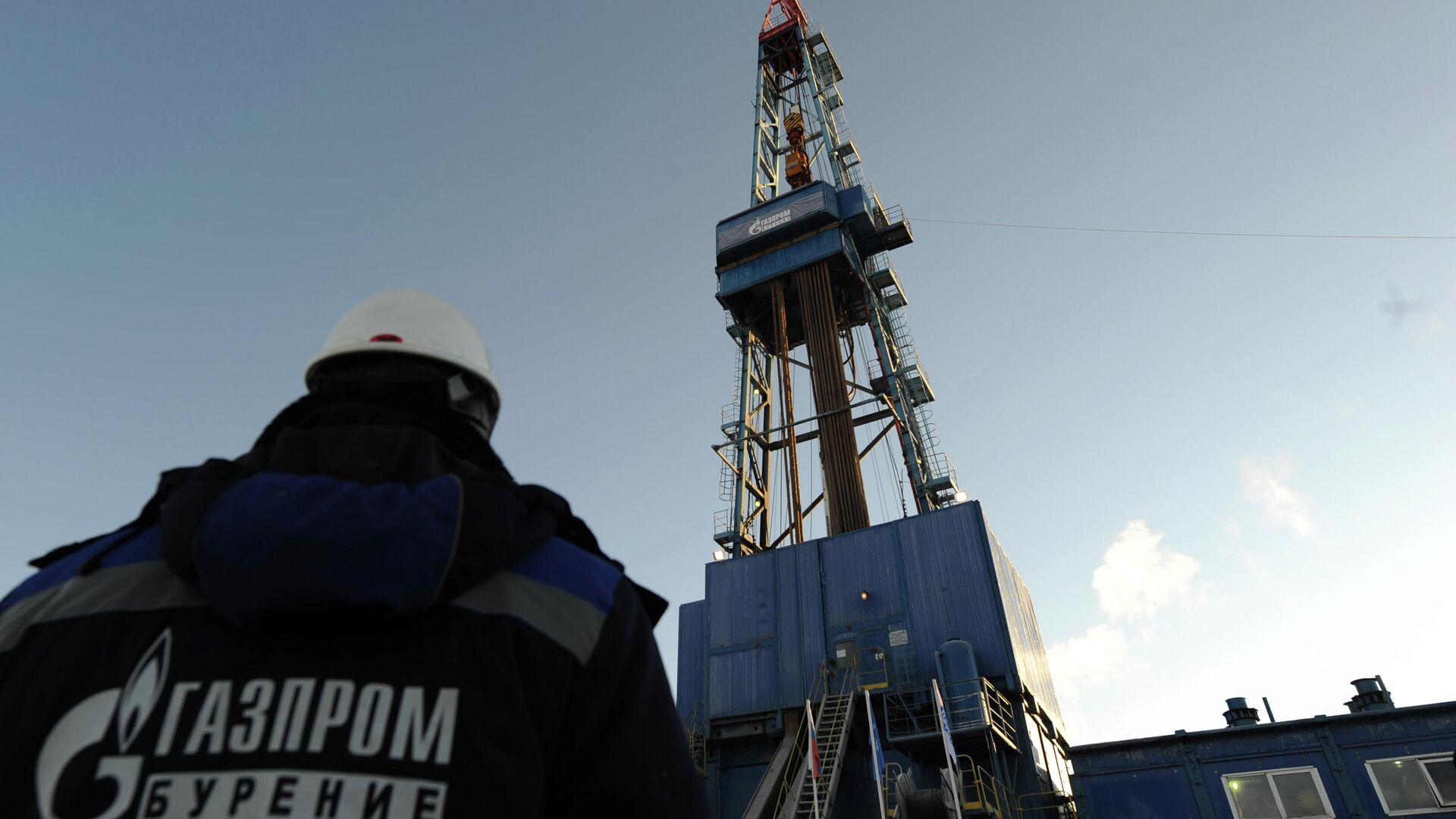 Mitarbeiter des russischen Energiekonzerns Gazprom an einer Gasförderstation in Russland (Archivbild) - SNA, 1920, 15.07.2021