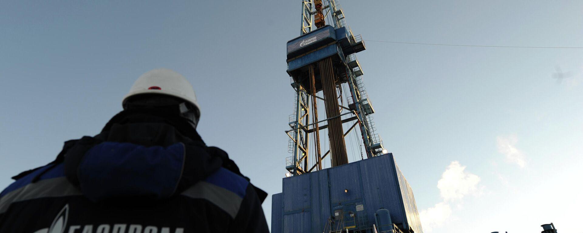 Mitarbeiter des russischen Energiekonzerns Gazprom an einer Gasförderstation in Russland (Archivbild) - SNA, 1920, 17.02.2021