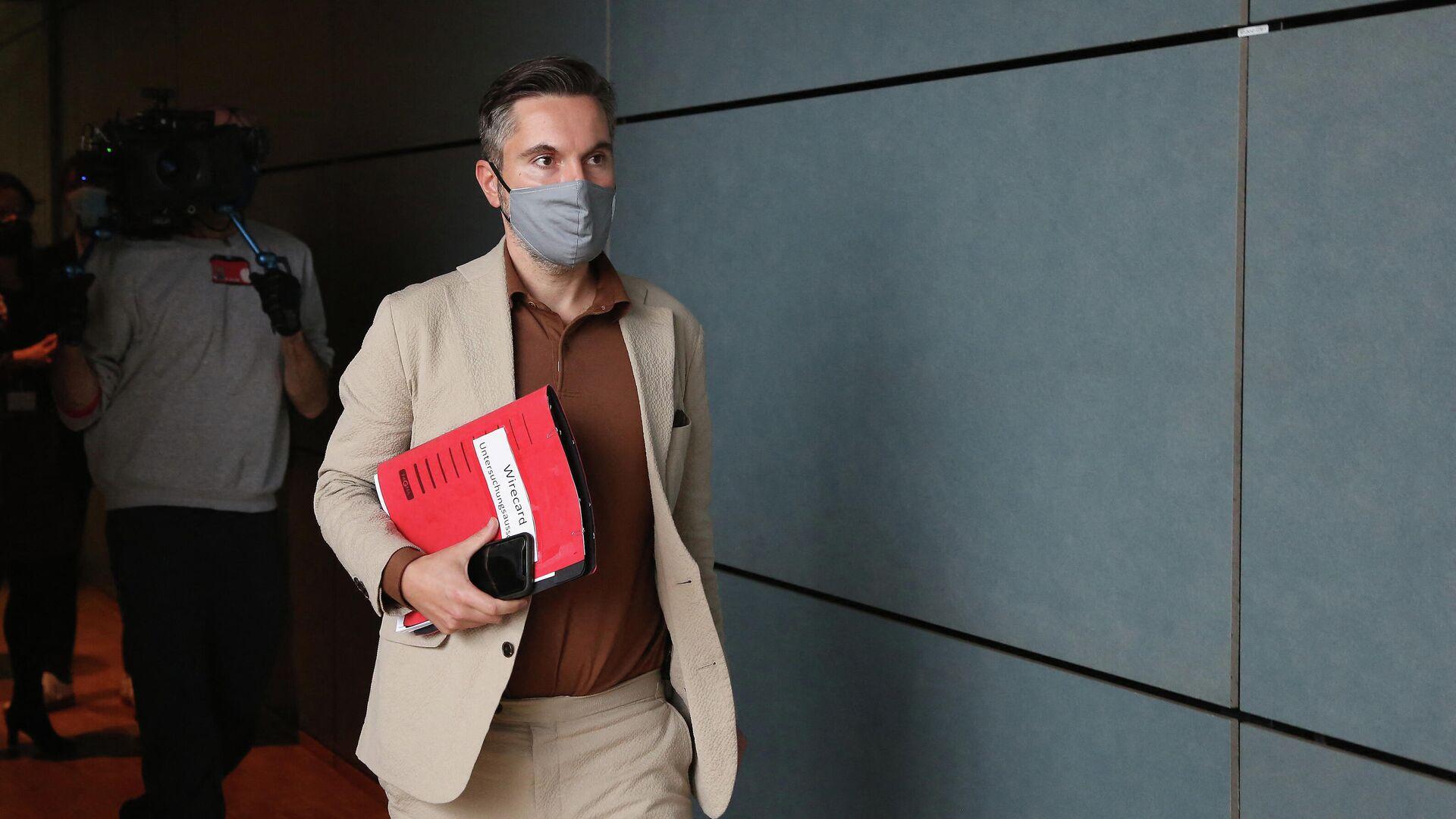 Fabio de Masi eilt zu einer Sitzung des parlamentarischen Untersuchungsausschusses zum Wirecard-Skandal, den 8. Oktober 2020. - SNA, 1920, 25.02.2021