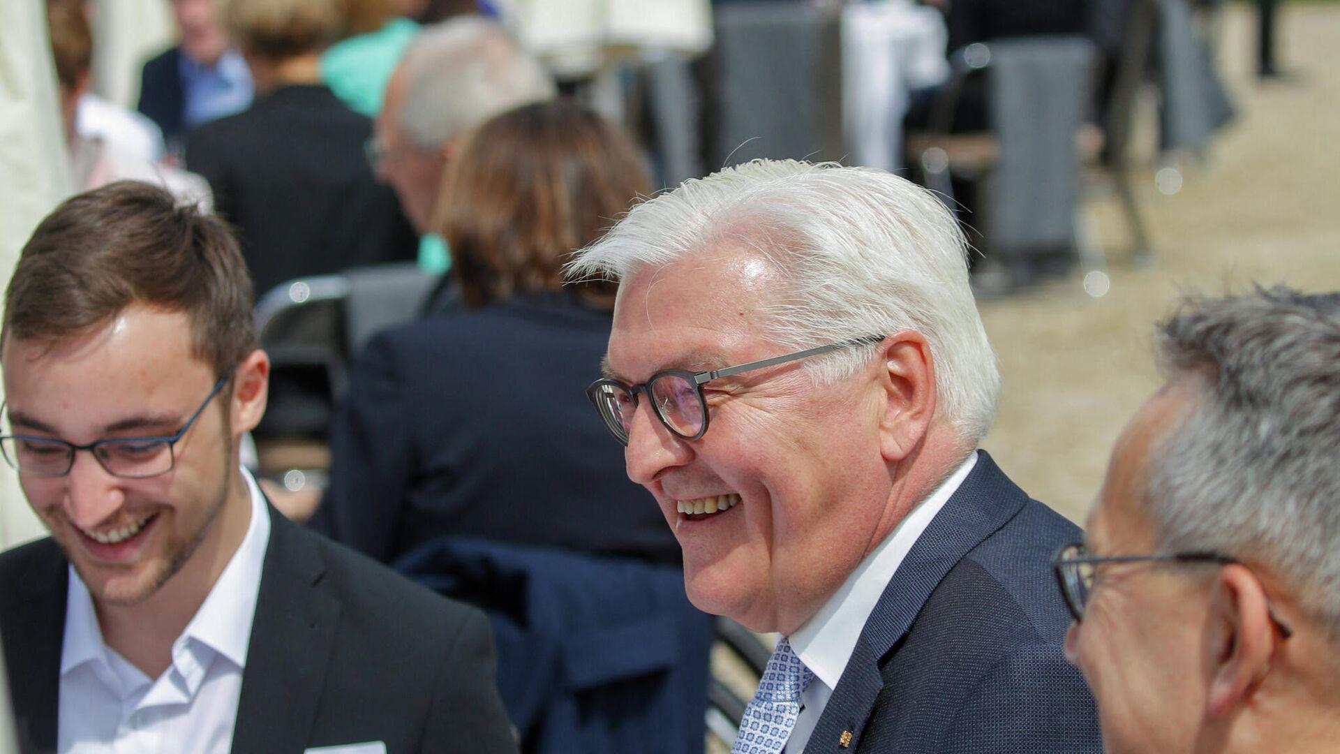 Bundespräsident Frank-Walter Steinmeier (M) bei einem Empfang anlässlich des 70. Jahrestages des Grundgesetzes der Bundesrepublik Deutschland. berlin, 23. Mai 2019 - SNA, 1920, 25.02.2021