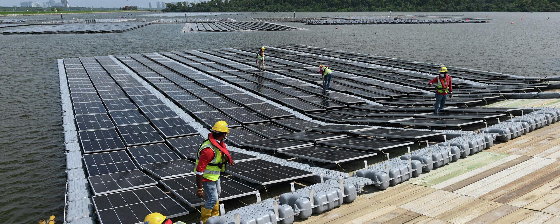 Bau einer schwimmenden Solarzelle in Singapur - SNA, 1920, 09.03.2021