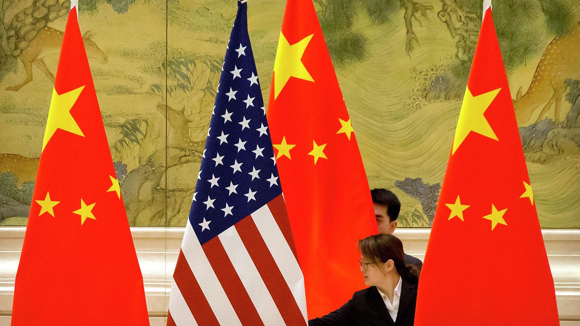 Die staatlichen Flaggen von China und den USA - SNA, 1920, 28.09.2021