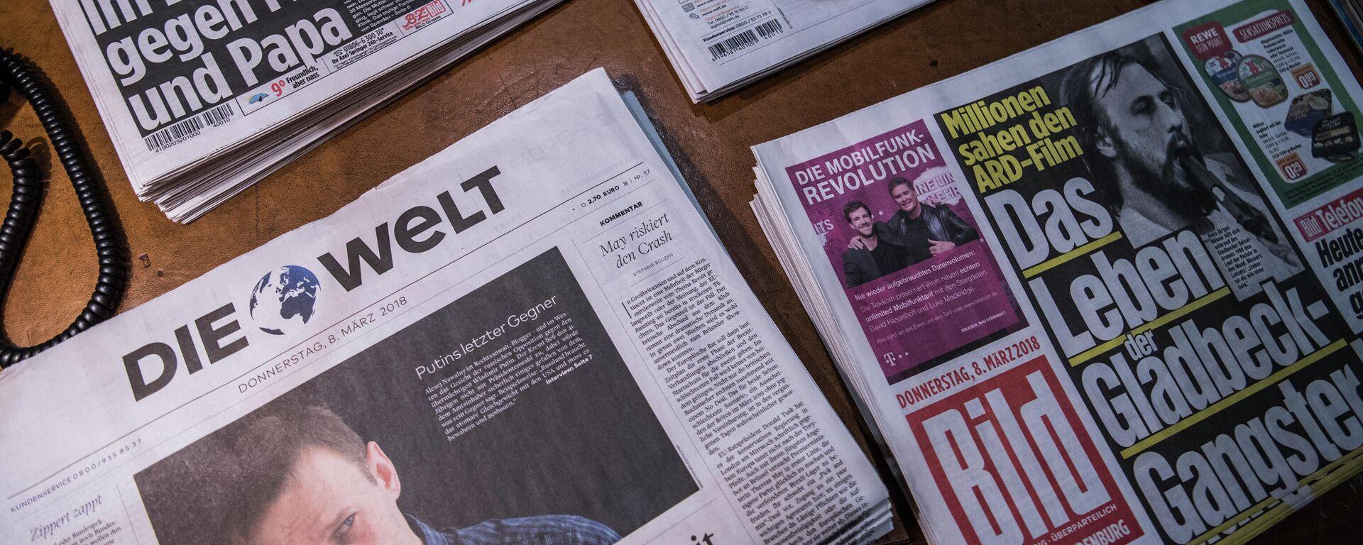 Zeitungen werden während der Pressekonferenz zum Jahresergebnis des deutschen Medienriesen Axel Springer am 8. März 2018 in Berlin ausgestellt. Archivfoto - SNA, 1920, 10.03.2021
