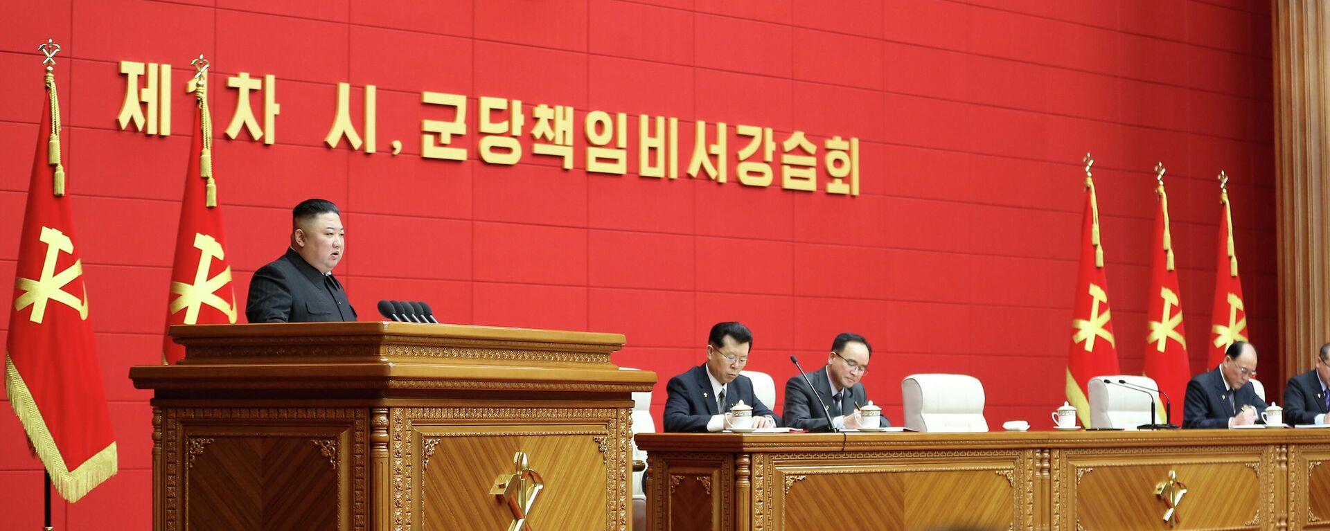Nordkoreas Staatshef Kim Jong Un spricht bei dem ersten Lehrgang für Chefsekretäre der Stadt- und Kreisparteikomitees in Pjöngjang, Nordkorea. (Das BIld wurde am 7. März 2021 von Nordkoreas Koreanischer Zentraler Nachrichtenagentur (KCNA) veröffentlicht) - SNA, 1920, 14.03.2021