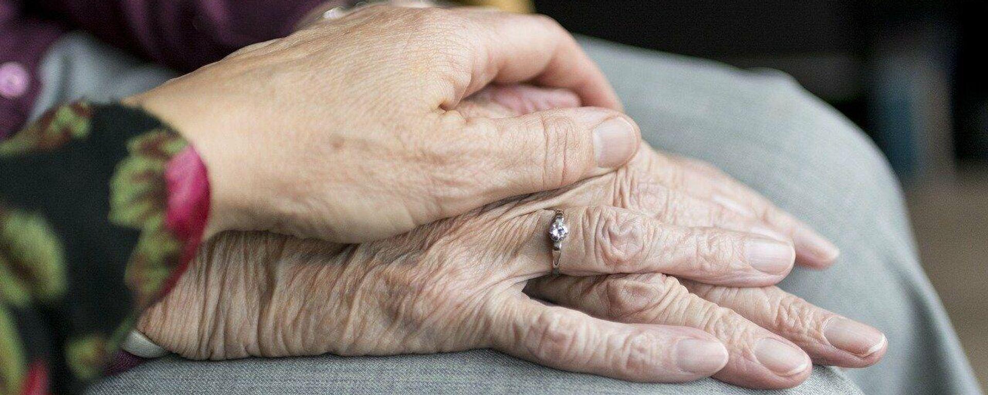 Hände einer alten Dame (Symbolbild) - SNA, 1920, 16.03.2021