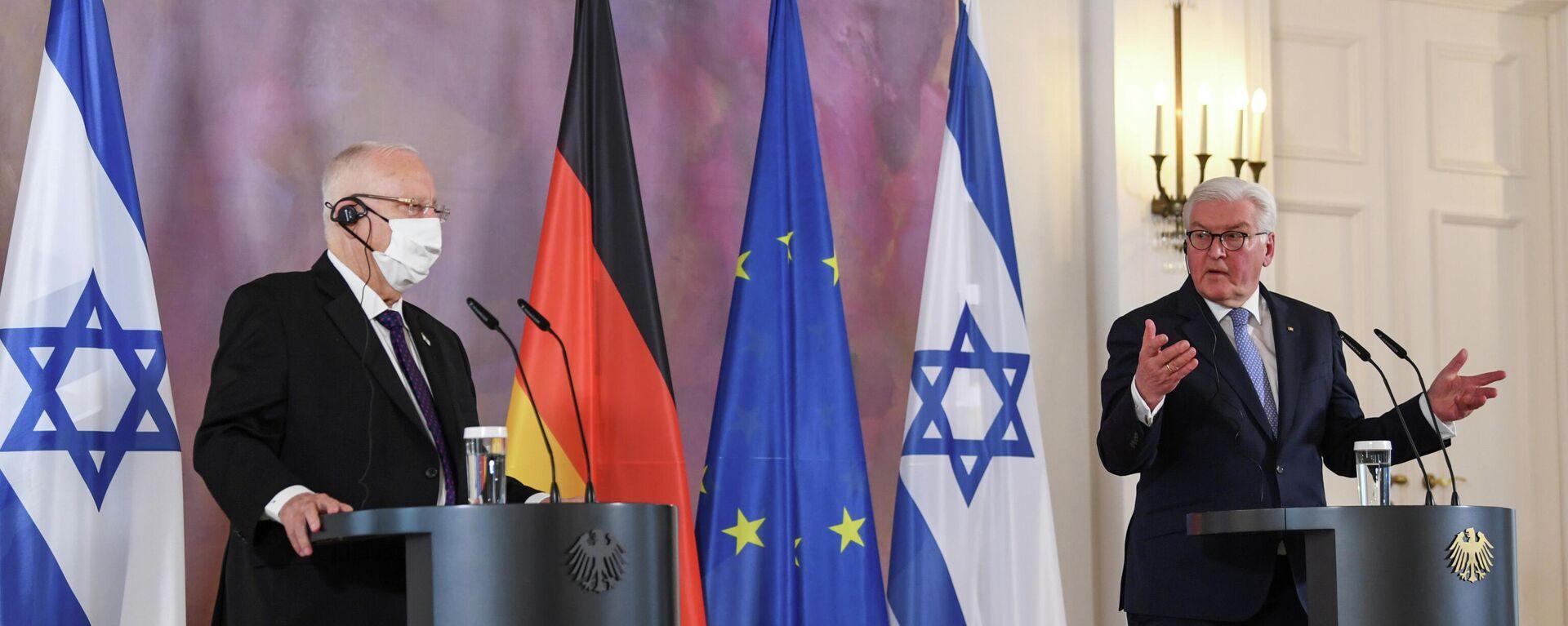 Bundespräsident Frank-Walter Steinmeier (r.) und sein israelischer Amtskollege Reuven Rivlin bei einem Briefing im Schloss Bellevue. Berlin, 16. März 2021 - SNA, 1920, 16.03.2021