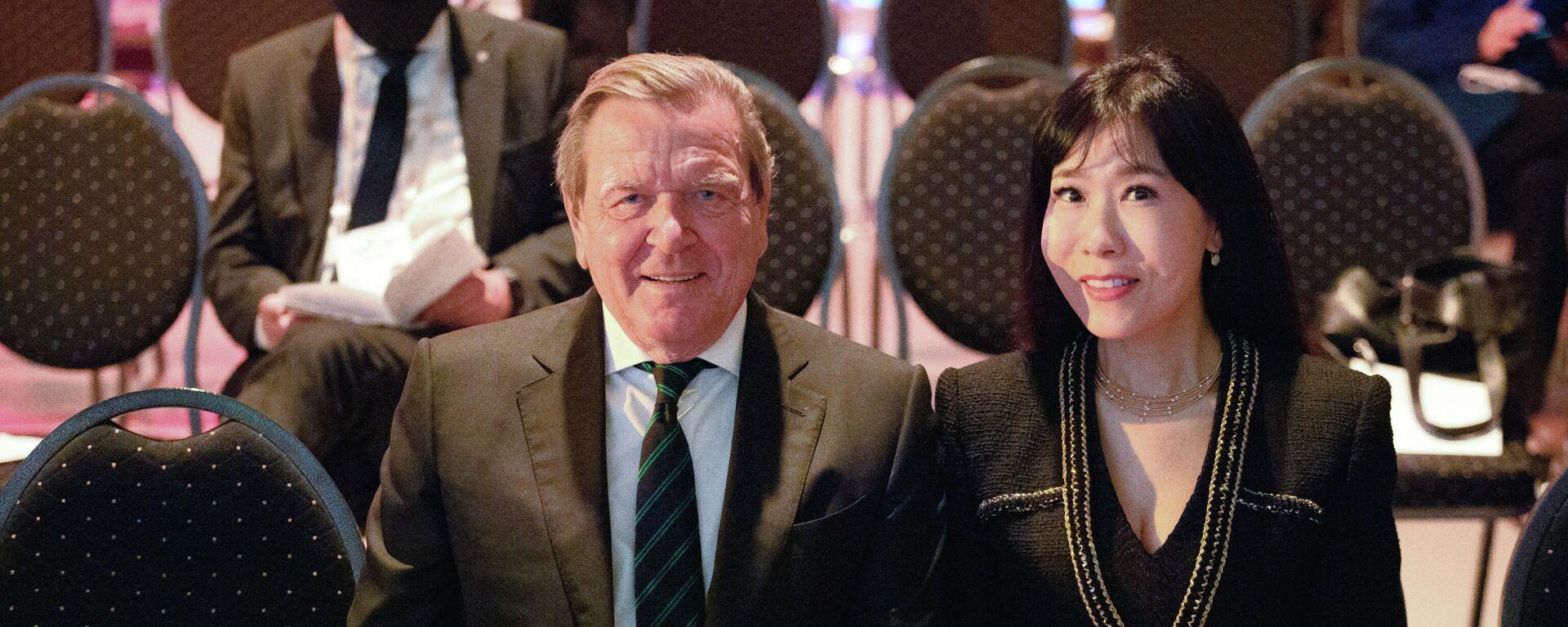 Altkanzler Gerhard Schröder und seine Ehefrau Soyeon Schröder-Kim - SNA, 1920, 17.03.2021