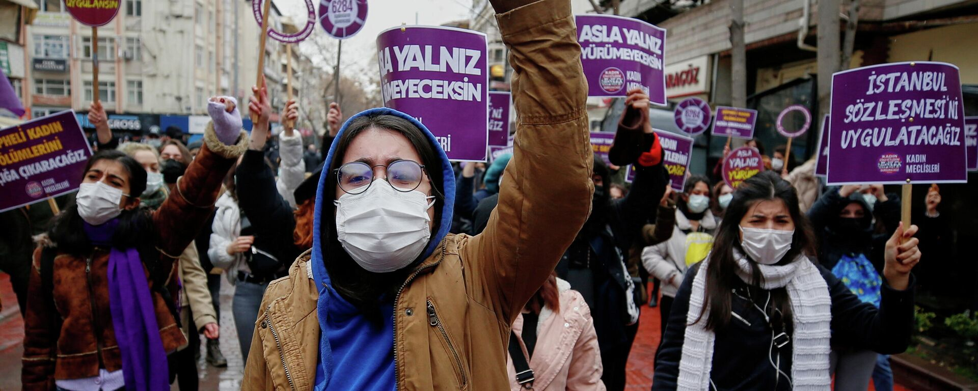 Aktivistinnen protestieren gegen Austritt der Türkei aus der Istanbul-Konvention  - SNA, 1920, 20.03.2021