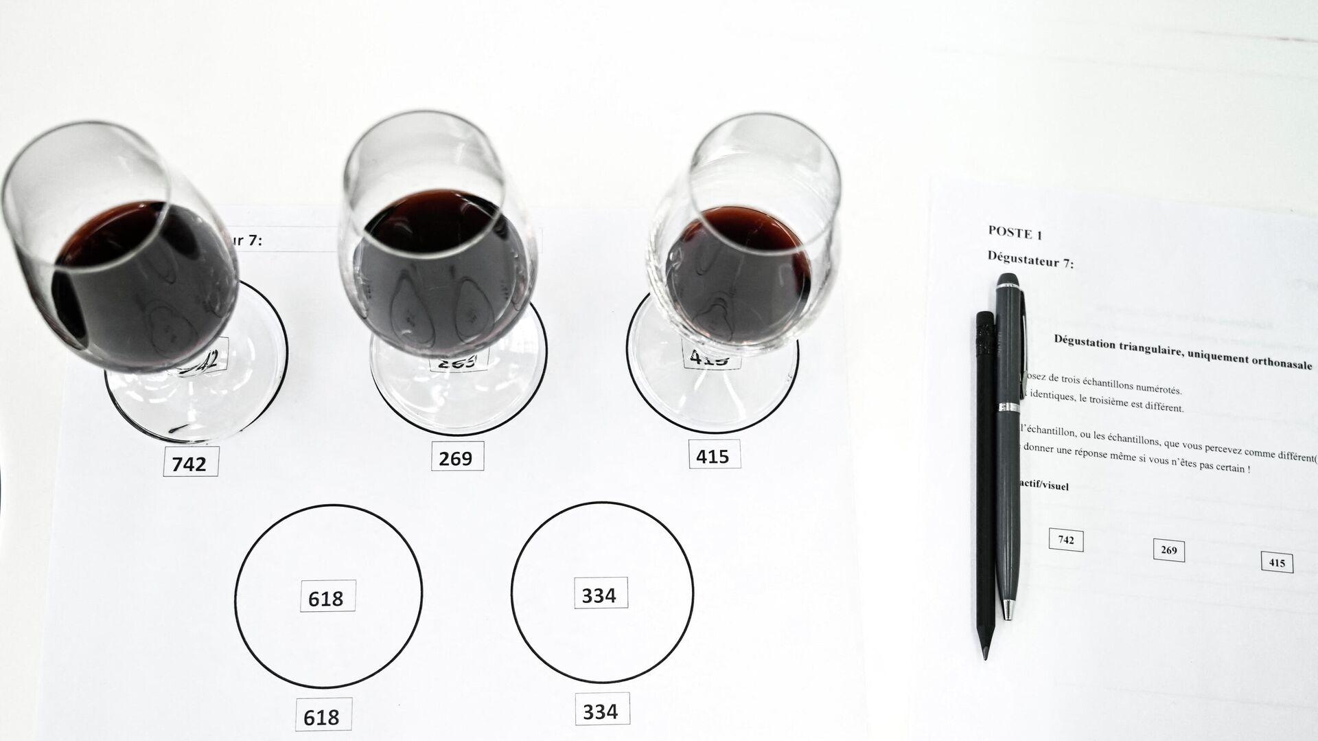 Forscher untersuchen den Edelrotwein Pétrus aus dem Weinbaugebiet Pomerol nach dem 14-monatigen Ausflug ins Weltall - SNA, 1920, 24.03.2021