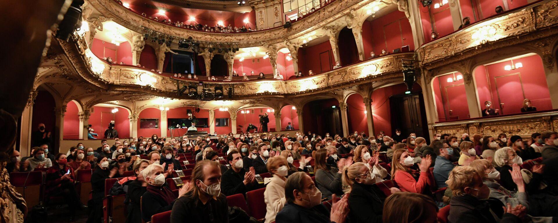 Besucher im Berliner Ensemble bei einer Test-Veranstaltung, 19. März 2021 - SNA, 1920, 29.03.2021