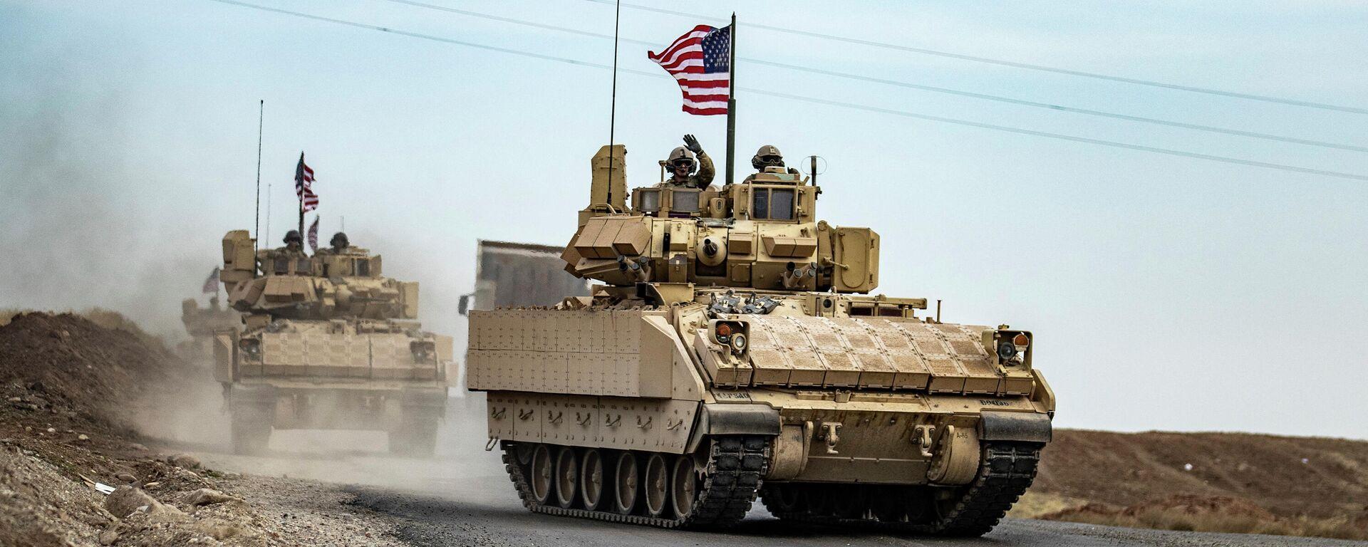 US-Soldaten mit Bradley-Panzern patrouillieren am 12. Januar 2021 in einem Gebiet nahe dem nordöstlichen Grenzübergang Semalka zwischen Syrien und dem Irak. - SNA, 1920, 08.04.2021