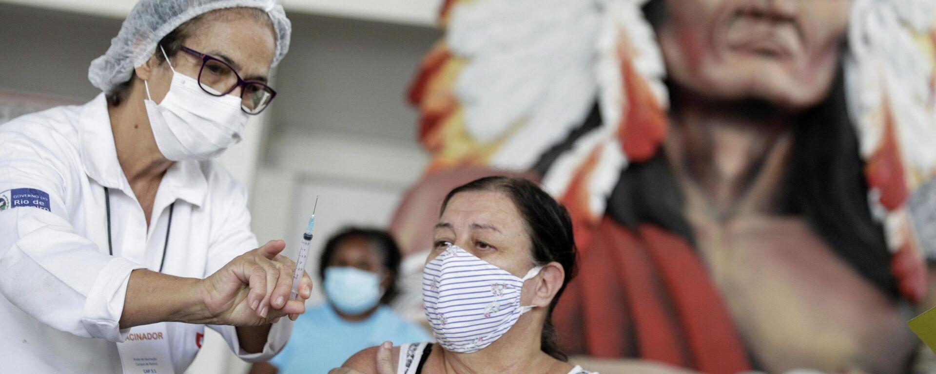 Impfung mit der chinesischen Corona-Vakzine CoronaVac in Rio de Janeiro, 8. April 2021 - SNA, 1920, 13.04.2021