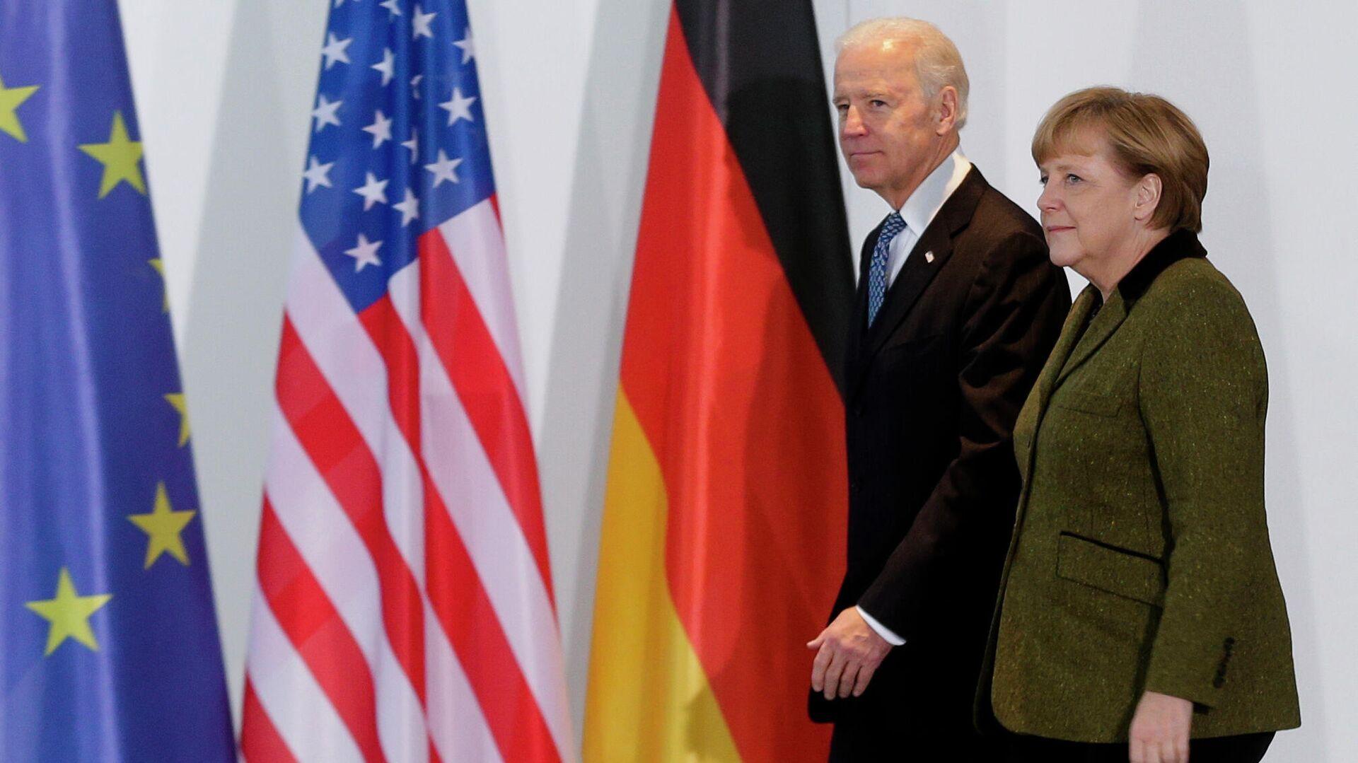 Das am 1. Februar 2013 aufgenommene Bild zeigt Bundeskanzlerin Angela Merkel (rechts) und den Vizepräsidenten der Vereinigten Staaten, Joe Biden, in der Kanzlei in Berlin.  - SNA, 1920, 14.04.2021