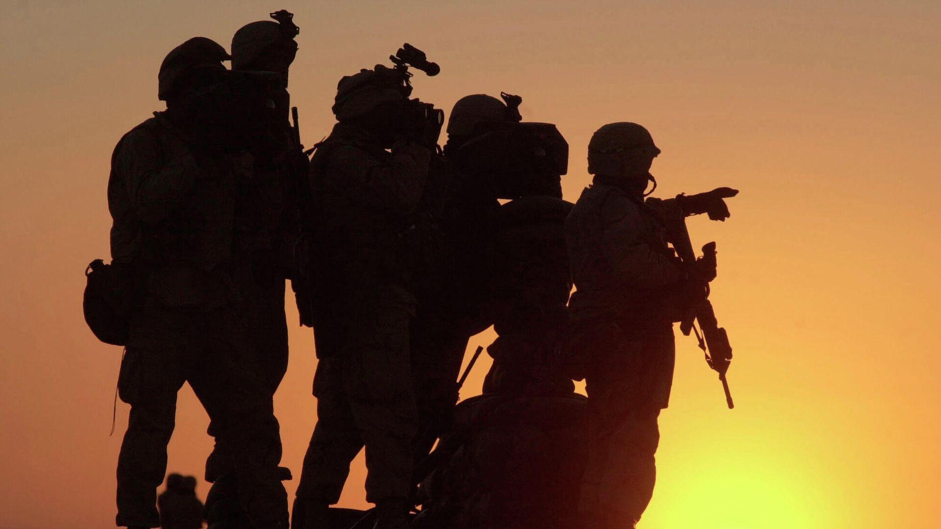 U.S. Marines scannen den nordwestlichen Bereich des amerikanischen Militärgeländes auf dem afghanischen Flughafen Kandahar (Symbolbild) - SNA, 1920, 08.07.2021