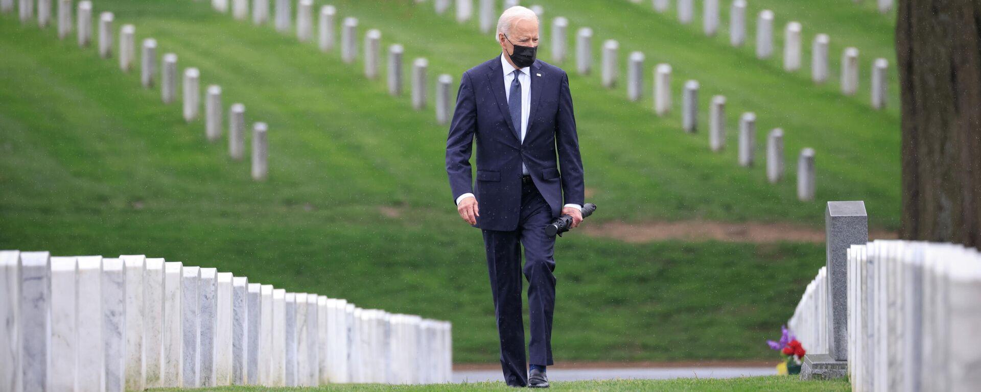 US-Präsident Joe Biden bei der Kranzniederlegung auf dem Militärfriedhof in Arlington - SNA, 1920, 19.04.2021
