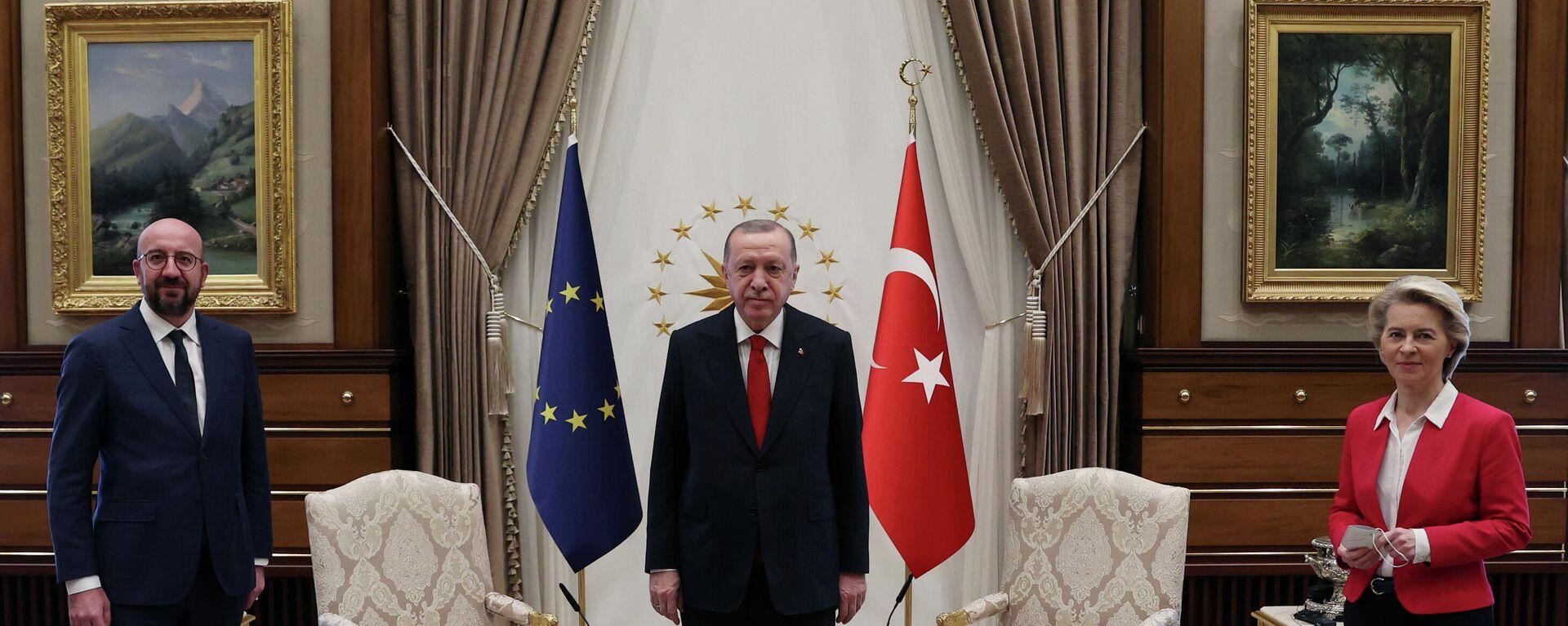 Ursula von der Leyen und Charles Michel beim Treffen mit Recep Tayyip Erdogan in Ankara am 6. April 2021 - SNA, 1920, 22.04.2021