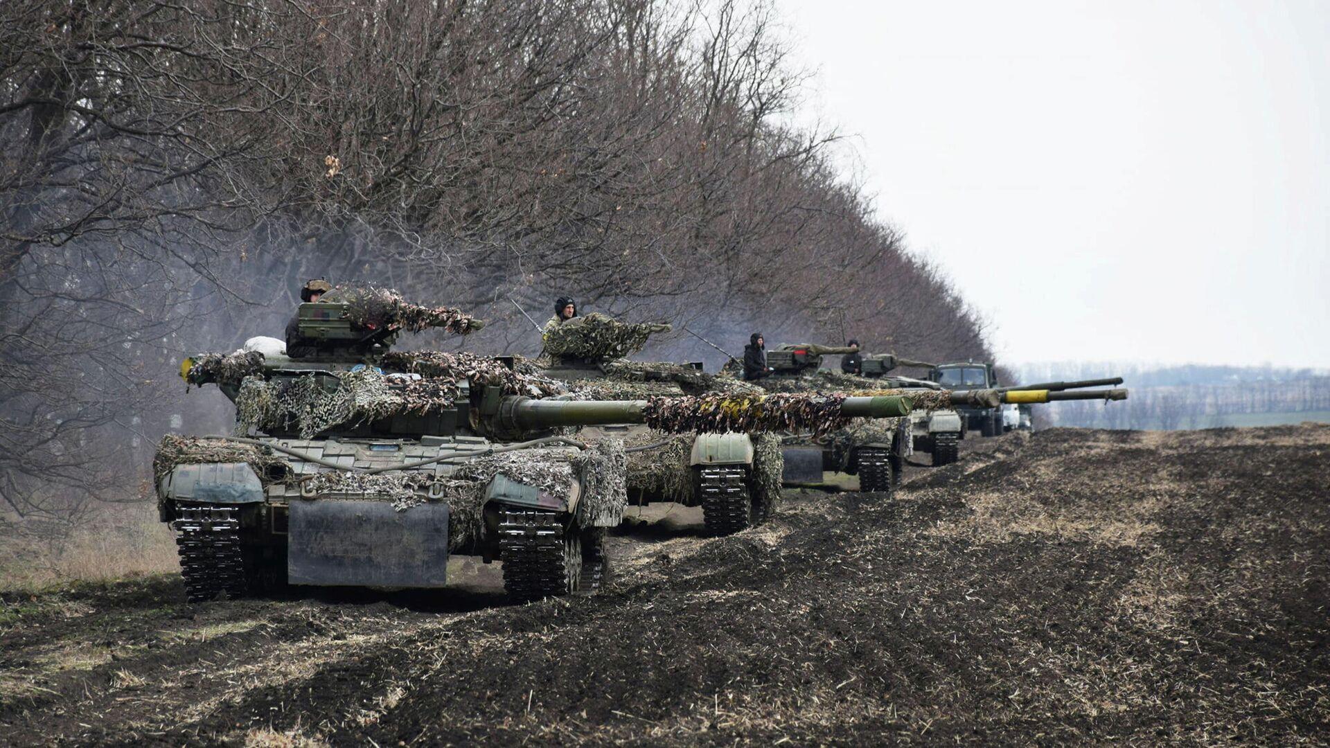 Ukrainische Panzer bei einem Manöver. Ostukraine, 20. April 2021 - SNA, 1920, 23.04.2021