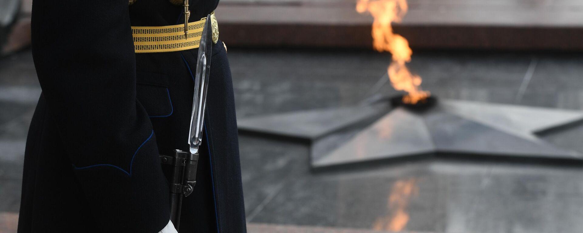 Ewige Flamme am Monument an die Opfer des Zweiten Weltkrieges in Moskau - SNA, 1920, 29.04.2021