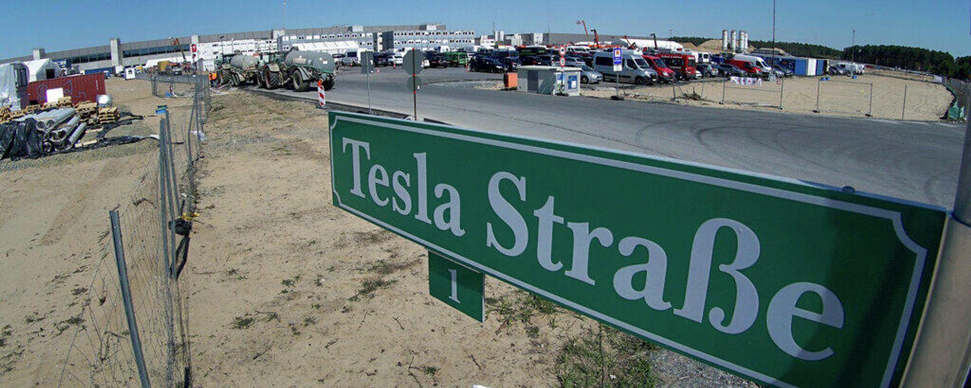 Eingang zur Baustelle einer Tesla-Fabrik in Grünheide - SNA, 1920, 05.09.2021