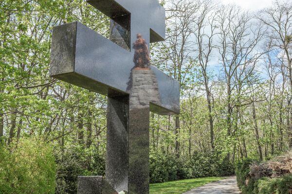 Andere berühmte Arbeiten  der Bildhauer Lew Kerbels und Wladimir Zigals sind die Statue im Tiergarten, der Kopf Karl Marxens in Chemnitz sowie das Thälmann-Denkmal in Berlin-Pankow. - SNA