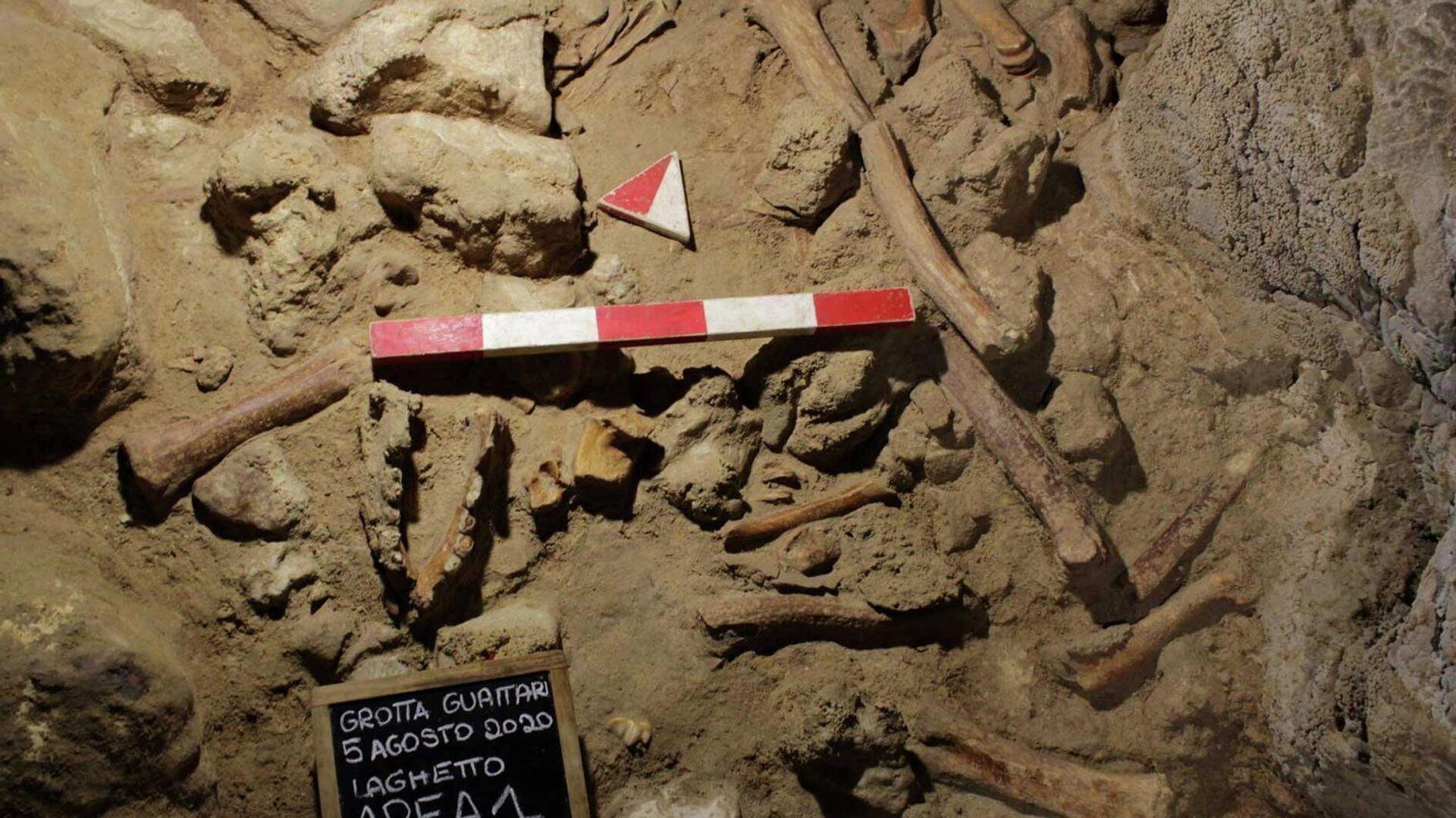 Überreste von neun Neandertalern, Italien - SNA, 1920, 09.05.2021