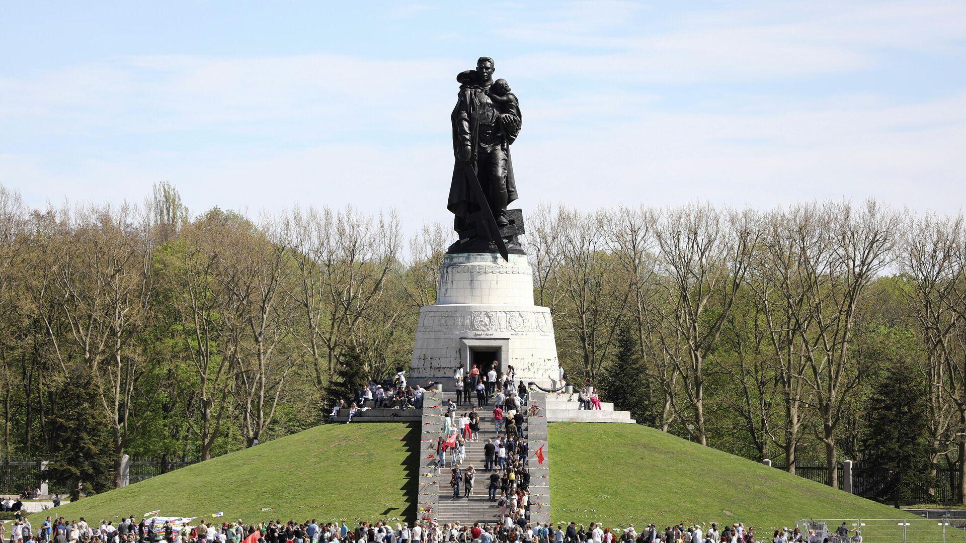 Tag des Sieges am Ehrenmal Treptower Park - SNA, 1920, 09.05.2021